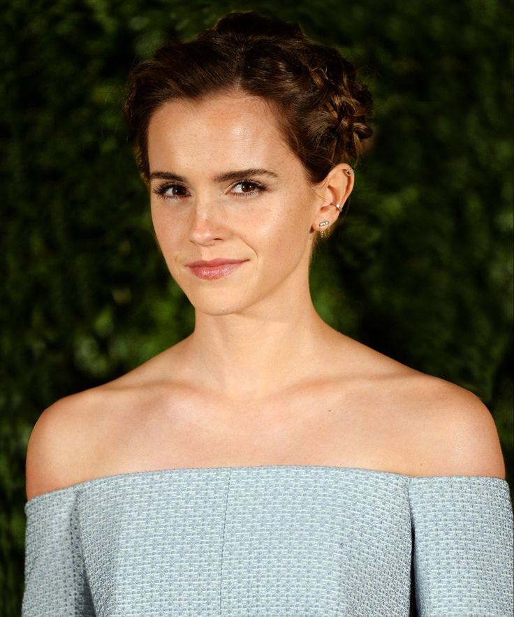 """A representative of Emma Watson makes a statement that the private photos stolen from her phone were """"not nudes."""""""