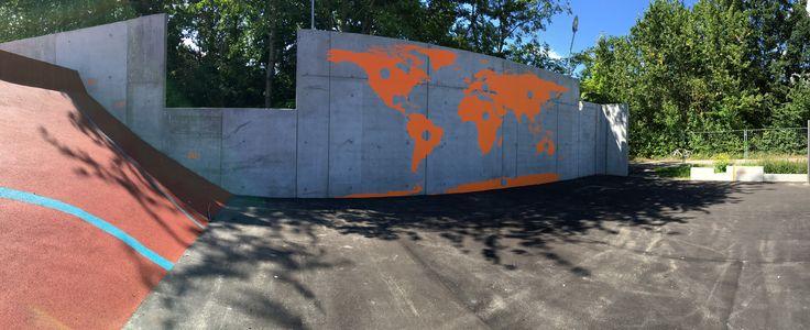 Verdenskort malet på betonvæg