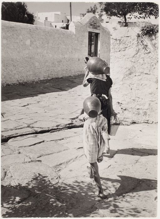 [Woman and girl carrying amphorae, Mikonos, Greece] 1951. Copyright © David Seymour/Magnum Photos