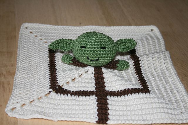 "Little Yoda Baby Blanket - Free Amigurumi Crochet Pattern - PDF file click ""download"" or ""free Ravelry download"" here: http://www.ravelry.com/patterns/library/little-yoda-baby-blanket"