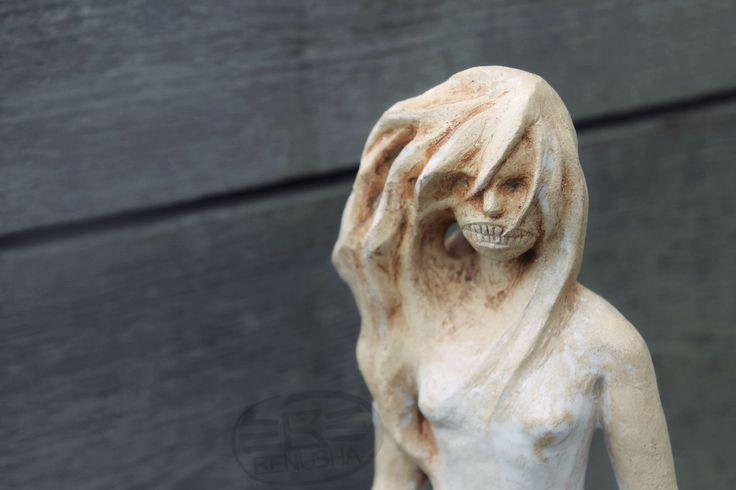 """""""Południca"""" (słowiański demon) - rzeźba ceramiczna. wys. ok 45cm. """"Poludnica"""" (Slavic demon) - Ceramic sculpture."""