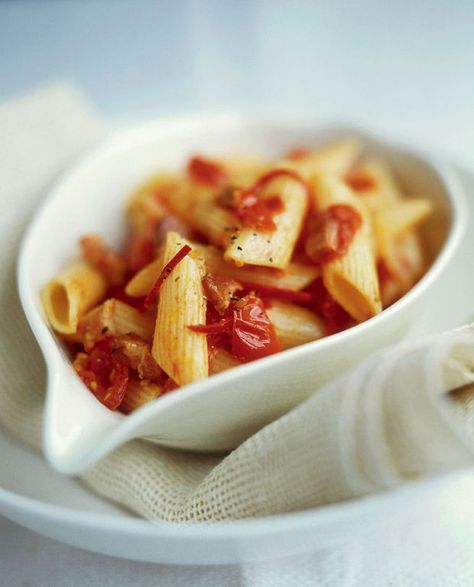 Penne all'amatriciana (Penne met spek en tomaten) - Recepten - Culinair - KnackWeekend Mobile
