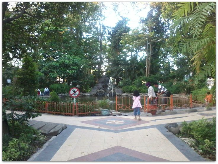 Taman Flora Surabaya Lokasi Rindang dan Sejuk di Kota Surabaya - Jawa Timur