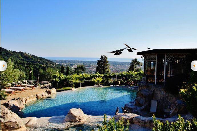 Das Ligurische Meer im Blick. Diese traumhafte Ferienvilla mitten in der Natur wartet mit einem privaten Pool inklusive #Wasserfall auf euch!  Diese Ferienwohnung findet ihr auf www.ferienwohnung.com mit der Online-ID: 325RK3A.   #italien #italia #toscana #ferienwohnung #labellavita #amore #relaxtime #holiday #Angebot #Urlaub #qualitytime #reservierennichtvergessen #Urlaub2016 #urlaubsfeeling #treatyourself #eintraumhier #beautiful #iminheaven #übernachtung