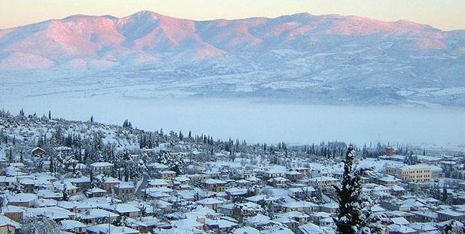 Παρνασσός: Χιονισμένα χωριά και ωραίες διαδρομές