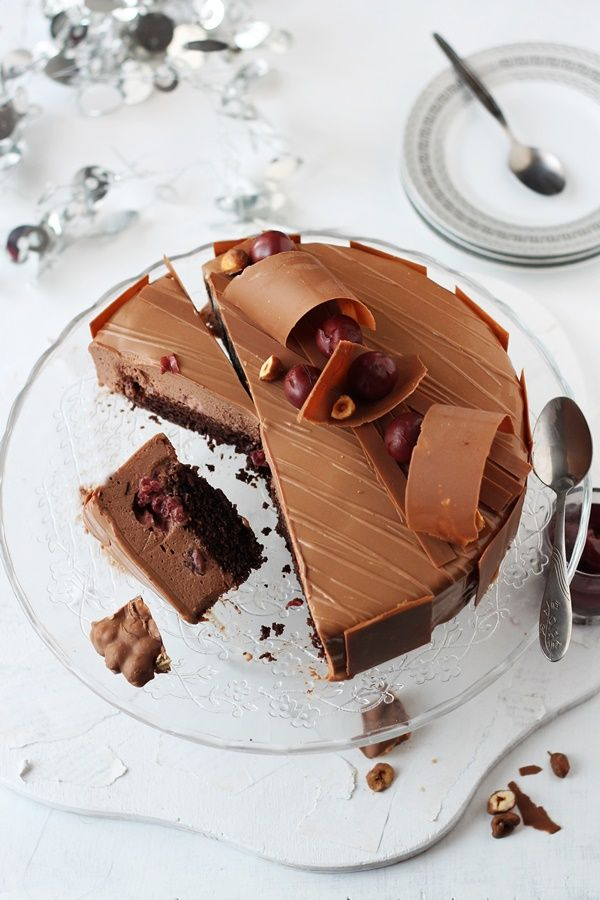 Tort cu mousse de ciocolata si visine/ Chocolate mousse and cherry entremet   Pasiune pentru bucatarie