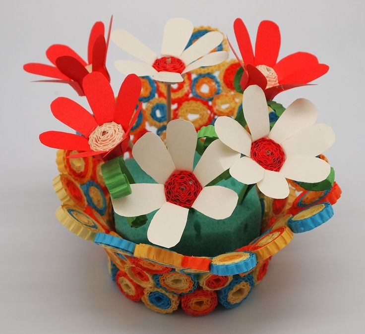 A colorful Centerpiece with Kokoru Ichi- color eorrugated and Thecreativepaper - color paper 80 gsm.