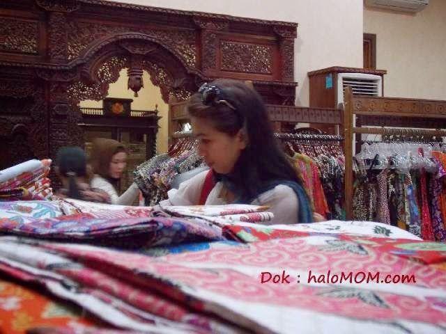 #haloMOM,Punya baju baru apakah harus dicuci dulu? baca lengkapnya http://www.halomom.com/2015/03/pakaian-baru-apakah-harus-dicuci-dulu.html