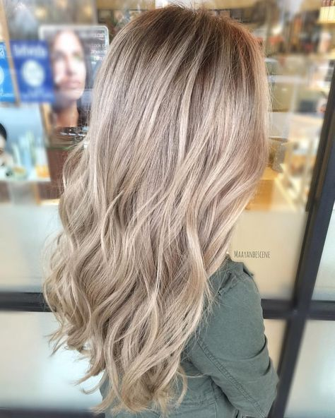 "481 curtidas, 12 comentários - Hair • Color • Maryland (@maayanbescene) no Instagram: ""Been using the word creamy to describe these blondes recently... somewhere between ashy and neutral…"""