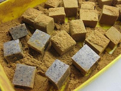 Karameller af hvid chokolade, lakrids og citronhonning