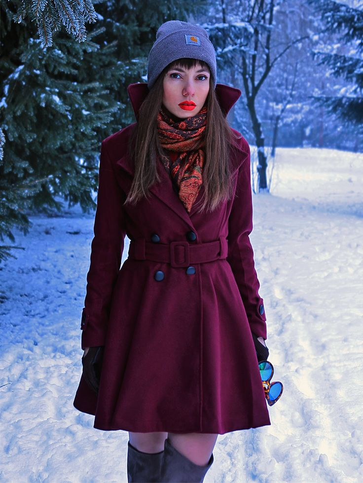 winter ootd: burgundy woolen coat with over the knee boots, retro scarf and carhartt beanie: https://jointyicroissanty.blogspot.com/2017/01/winter-fairytale.html  #fashion #moda #fashionblogger #streetstyle #retro