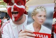 #Danish fan with a picture of Yulia Timoshenko at #euro2012 Un tifoso danese