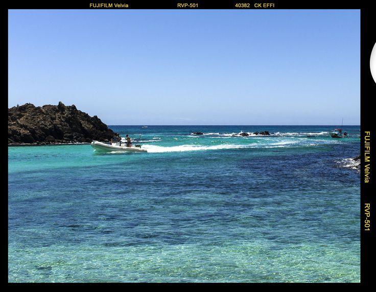 Auf der kleinen Insel Los Lobos, die Fuerteventura vorgelagert ist und die man mit dem Wassertaxi erreicht, findet man herrliche Buchten und Strände fern des Tourismus zum Baden, Surfen, Schnorcheln oder relaxen!