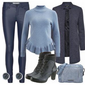 Dieses Outfit ist super für deinen Alltag. Im Fokus steht die gemusterte Bluse von Comma, welche sich sehr gut mit einer grauen Strickjacke, einer Jeans und Stiefeletten kombinieren lässt. Dazu eine Tasche und ein paar Ohrringe und du hast dein stylisches Outfit.