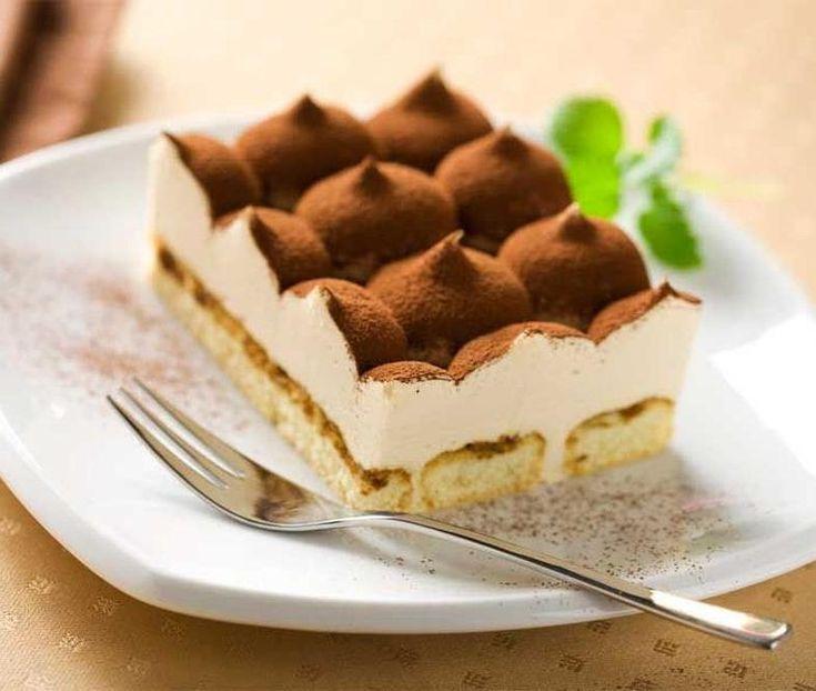 SOUND: https://www.ruspeach.com/en/news/14088/     Тирамису - это популярный итальянский многослойный десерт, в состав которого входят следующие продукты: сыр маскарпоне, кофе (обычно эспрессо), куриные яйца, сахар и печенье савоярди. Иногда десерт украшается какао и грецкими орехами. Этот десерт был изобретен в семнадцатом веке. Сегодня он популярен во всем мире.     Tiramisu is a popular Italian multilayered dessert which part the following products are: mascarpone cheese,