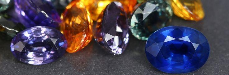 Edelstenen en mineralen Edelstenen en mineralen zijn oude gesteenten uit de natuur en worden vaak gebruikt om hiervan edelsteensieraden te maken, zoals juwelo.nl doet, zij zijn Europa's grootste online juwelier in edelstenen sieraden. Wat maakt een edelsteen zo bijzonder? Een echte edelsteen is een mineraal, komt voort uit de natuur en kan miljoenen jaren oud zijn.Een edelsteen kenmerkt zich door: zeldzaamheid, hardheid, zuiverheid, schoonheid en de samenstelling van de steen. Juwelo.nl…