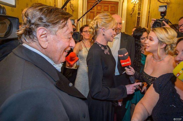 Nachricht:  http://ift.tt/2nUddx9 Cathy Lugner in Pelz: Shitstorm für Auftritt auf Wiener Opernball: Die 28-Jährige muss in den sozialen Netzwerken eine Menge Kritik für ihr Outfit einstecken
