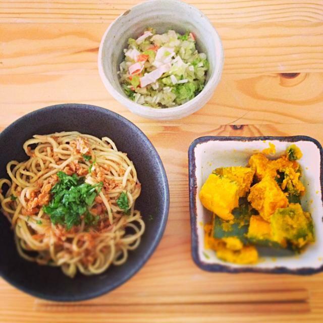 心平ちゃんと太一くんの男子ごはんレシピです。 - 13件のもぐもぐ - 納豆やきそば、白菜とたまねぎのサラダ、かぼちゃの塩バター by wakano