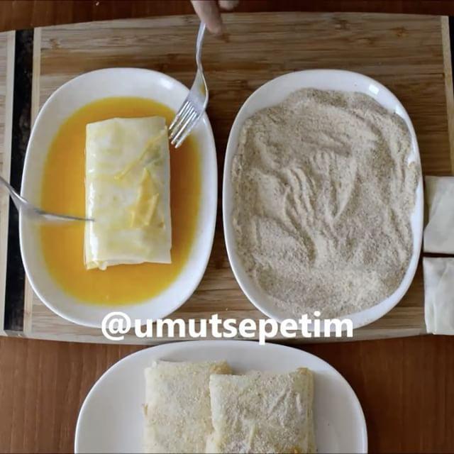 Pratik Kahvaltı Böreği Tarifi için Malzemeler   1 adet günlük yufka  250 gram kaşar  1 adet yeşil biber  1 adet kırmızı biber  Çeyrek kangal sucuk  1 adet yumurta  Galeta un