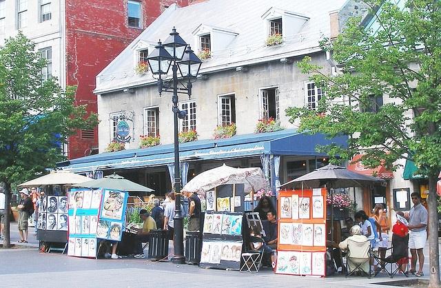 Place Jacques-Cartier, Montreal devant le restaurant le Jardin Nelson