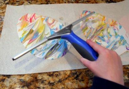 verven met scheerschuim scheerschuim met trekker eraf halen dan blijft de verf op het blad achter
