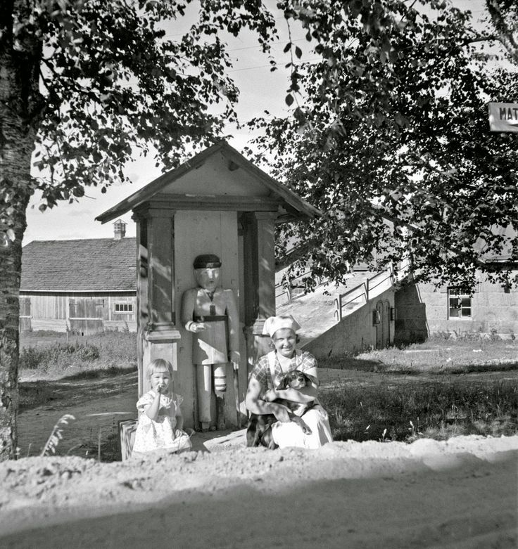 Black and White Photos of Daily Life in Finland in 1941 - woman, child, dog - Finnish