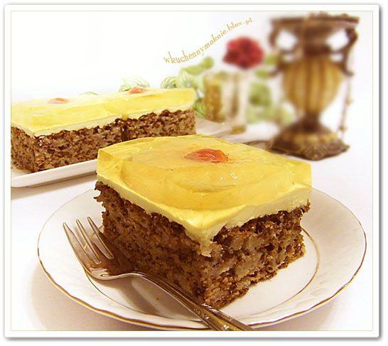 ciasto jabłkowo-orzechowe z kremem budyniowym i ananasami