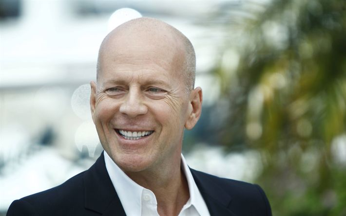 Indir duvar kağıdı Bruce Willis, Gülümseme, Amerikan aktör, portre, siyah elbise