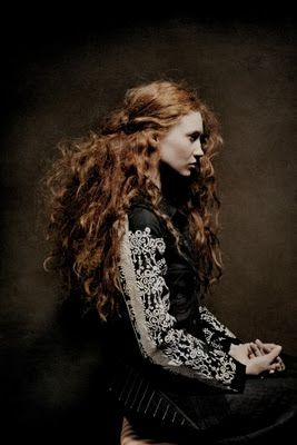 i LOVE this gorgeous curly red hair!        @ Melissa Lineberger This is what I like with light  highlights like you've been out in the sun.