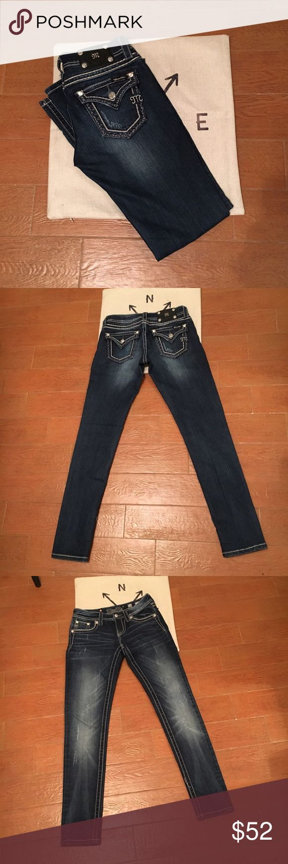 Miss Me Jeans Sz 26 Skinny Jeans Perfect Condition, only worn a few times. Inseam 32. Size 26. All gems intact! Lightly distressed. Miss Me Jeans Skinny