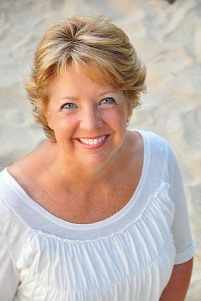 """Autora: Robin Jones Gunn. Robin é uma escritora de Ficção Cristã que já possui mais de 60 livros publicados nos EUA, desses 28 foram publicados no Brasil pela Editora Betânia. São as séries """"Cris"""", """"Selena"""", """"Cris e Ted"""" e o """"Diário da Cris""""."""