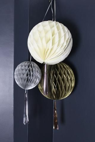 Set Of 3 Honeycomb Pompoms With Metallic Tassles