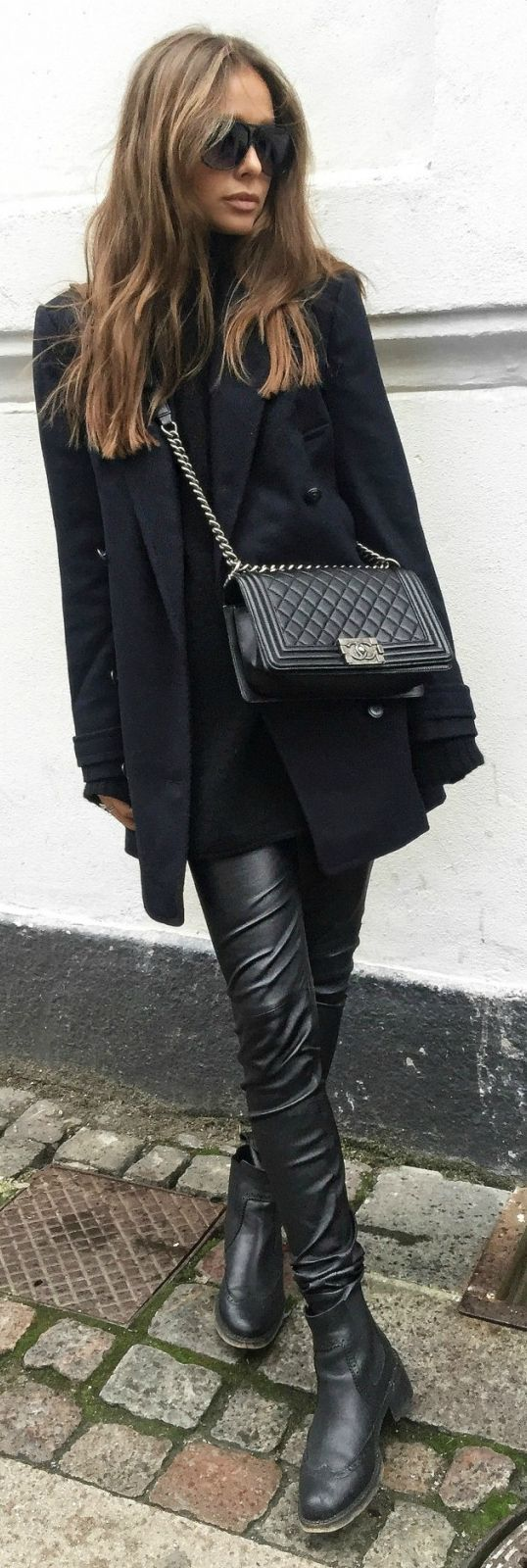 Leather leggings are the perfect choice for an all black look. Maria Kragmann wears a pair with gorgeous Chelsea boots and an oversized blazer from Pepe Jeans.   Coat: Pepe Jeans, Trousers: Asos, Boots: Kurt Geiger, Bag: Chanel....   Style Inspiration