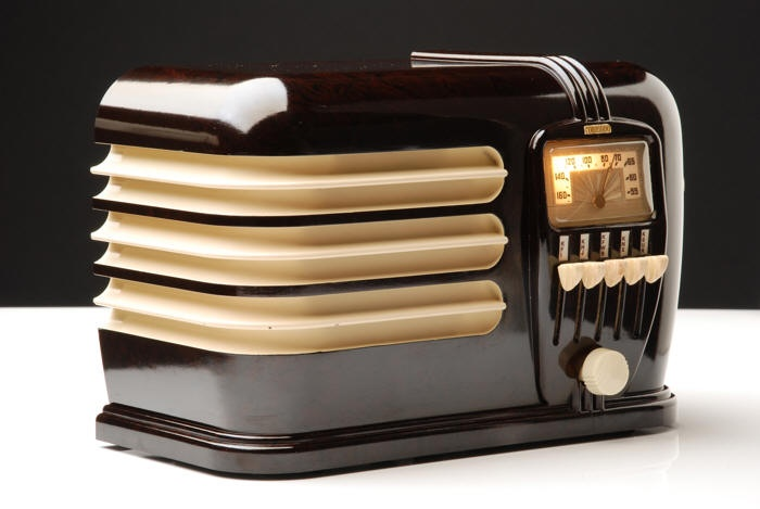 Bakelite Radio                                                       …                                                                                                                                                                                 Plus