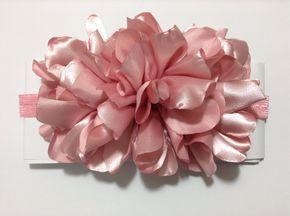 Tiara con flor vaporosa de tela VIDEO No. 330