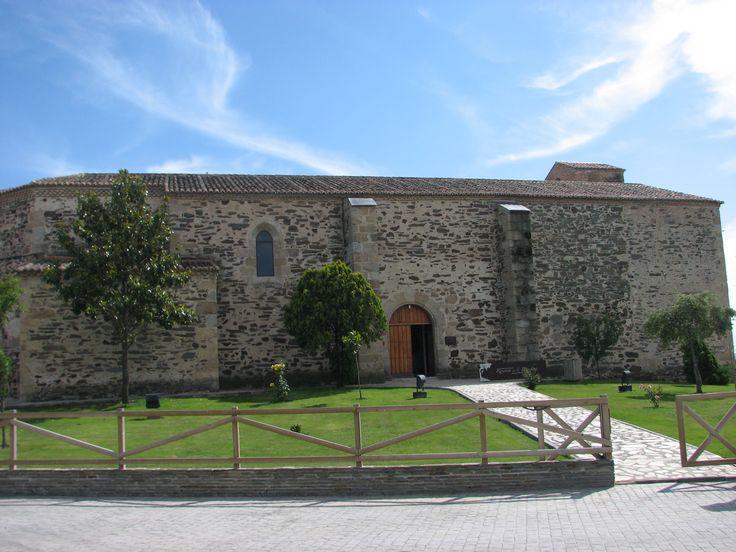 La iglesia de Toril ha sido reconvertida en Centro de Interpretación del Parque Nacional de Monfragüe.