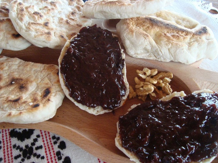 Pie with plum jam and nuts