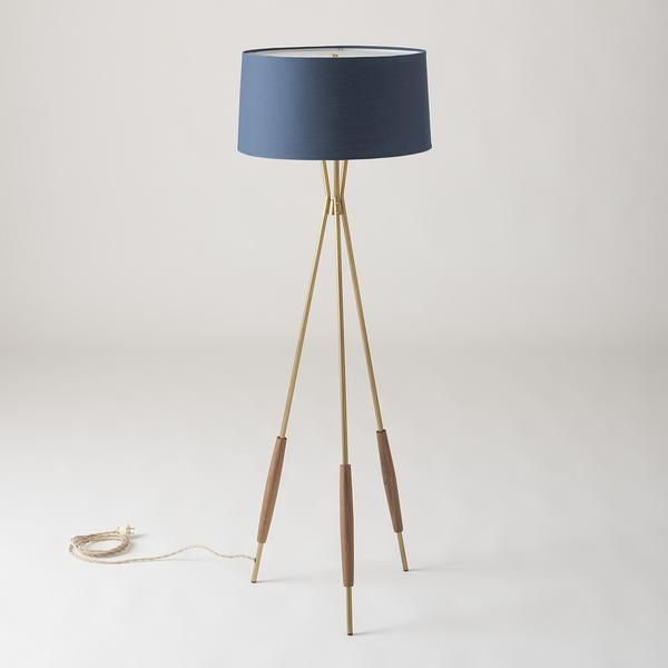 Based On Mid Century Original Designs Our Mulberry Lamp Stands On Natural Brass Tripod Legs Accented With Hand Turn In 2020 Bodenlampe Moderne Lampen Rohr Beleuchtung