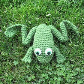 Spiderling Dreams: Free Crochet Bullfrog Pattern!