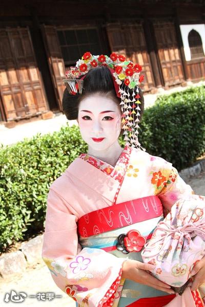 京都舞妓体験処「心-花雫-」│舞妓体験フォトギャラリー1 - http://www.maiko-maiko.com/gallery/maiko_01.html