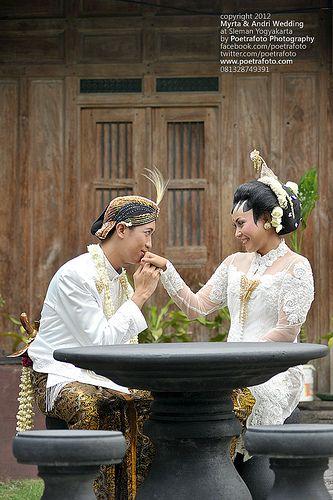 #Foto Romantic Photo Wedding by Poetrafoto Indonesia Photographer, http://wedding.poetrafoto.com/foto-wedding-yogyakarta-by-poetrafoto-indonesia_380