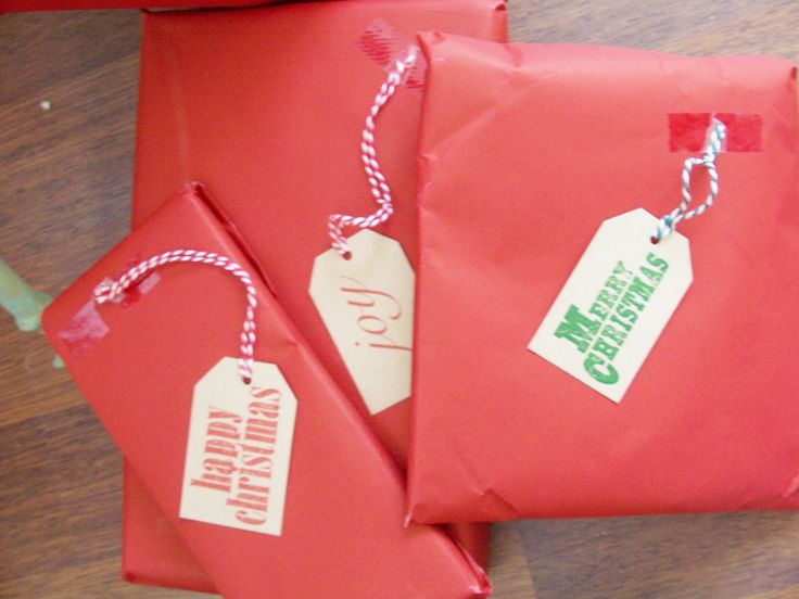 Rustic Christmas tags really conjure the image of a cozy time of year.