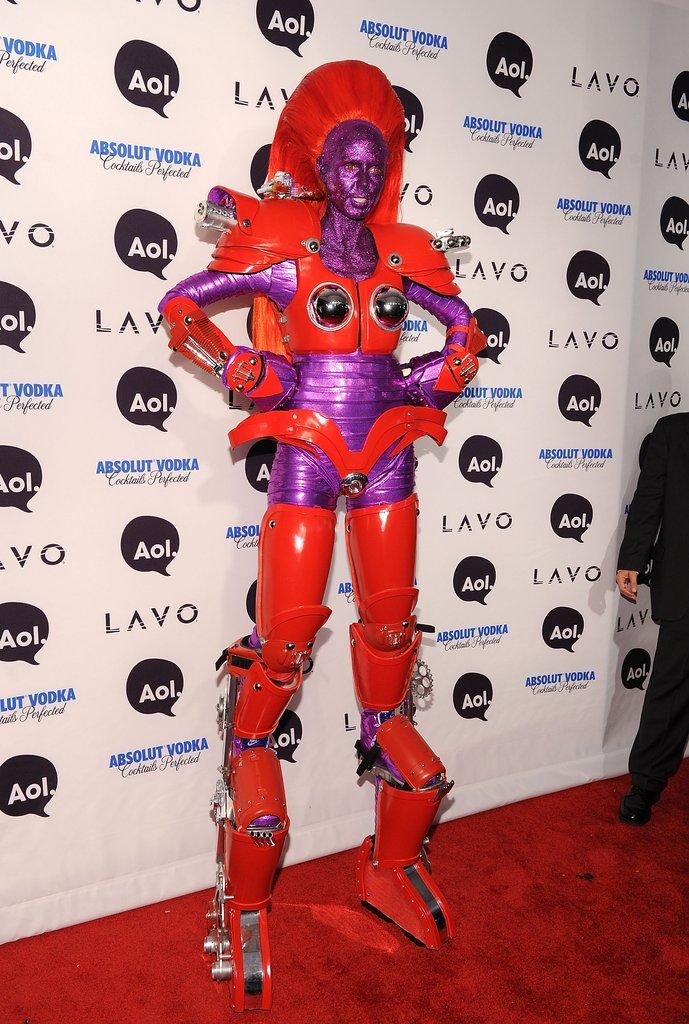 One thing we can always count on every Halloween is Heidi Klum showing up in an extravagant costume.