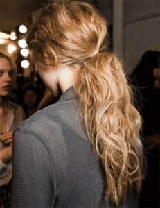 curly ponytail, queue de cheval ondulée