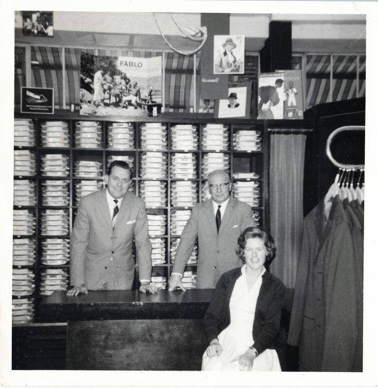 Jan Worm - Interieur winkel met Theus Hage, Wim Worm en onbekende dame | Barry van Baalen