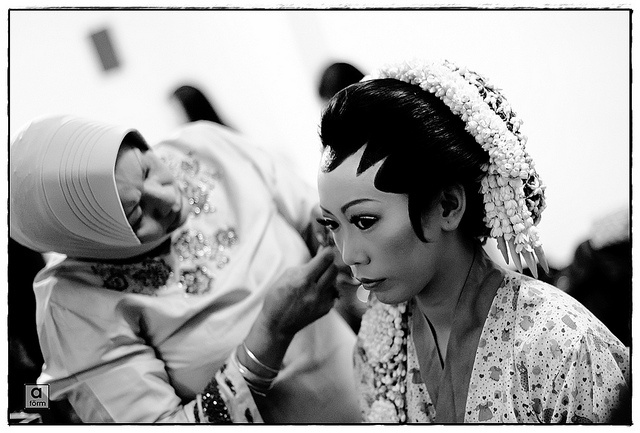 Indonesian Traditional Wedding Makeup : Sundanese style indonesian wedding make up sessions ...