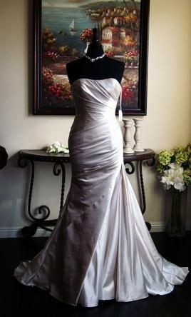 La Sposa 4: buy this dress for a fraction of the salon price on PreOwnedWeddingDresses.com #wedding #mybigday