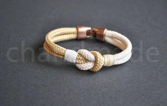 Bracelet nautique de noeud marin | bracelet pour homme | bracelet en paracorde beige ivoire | bracelet marin | nautische brassard | Pulsera hombre  Ivoire - beige Bracelet en paracorde 4mm, noeud de style nautique. Il s'agit de la taille Le cordon peut être une autre couleur aussi. S'il vous plaît me demander sur les couleurs :) S'il vous plaît sélectionnez la circonférence exacte de votre poignet, mesurée comme indiqué dans la dernière photo. Je vais ajouter de l'espace supplémentaire à…