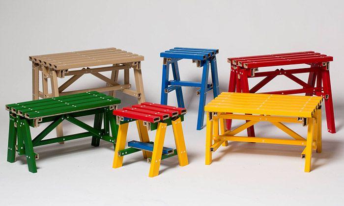 Lumber je skládací nábytek z kartonu imitující dřevo