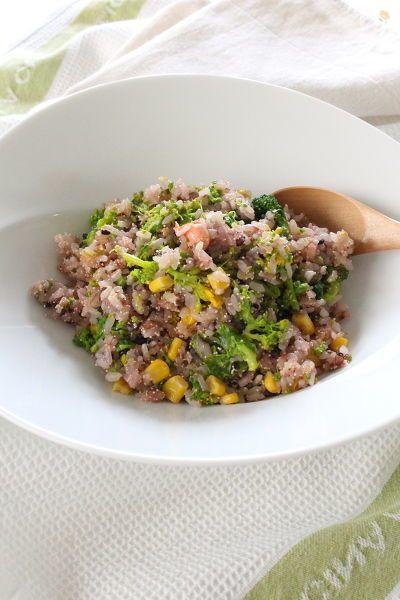 5分で出来るお昼ご飯♪  雑穀米や玄米で作るとヘルシー&オシャレ♪  粒コーンと菜の花、明太子の色合いが華やかな、簡単で喜ばれるメニューです。